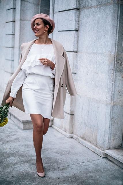 Quelle couleur de collants avec une robe blanche ?